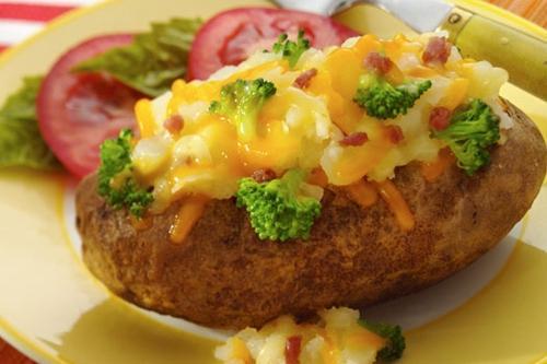 Khoai tây nhồi rau củ đút lò