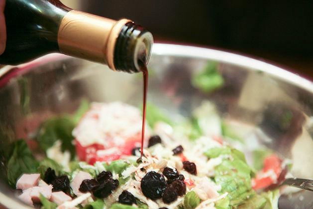 Tự làm món Salad trộn rượu vang không thể đơn giản hơn