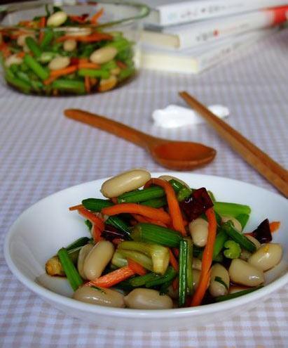 Cách làm món salad lạc cần tây ngon, lạ
