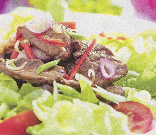 Mát ruột với salad xà lách thịt bò chua ngọt
