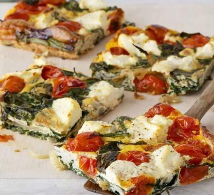Frittata với phô-mai ricotta, cà chua và cải bó xôi