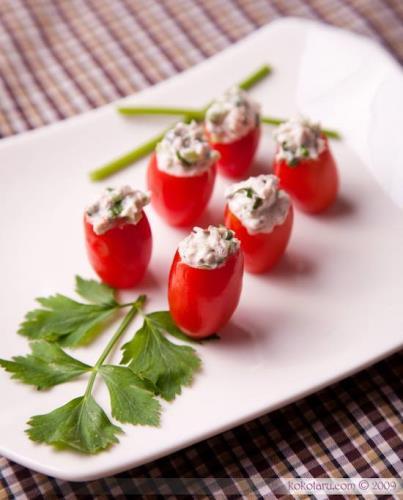 Cà chua bi sốt cá ngừ