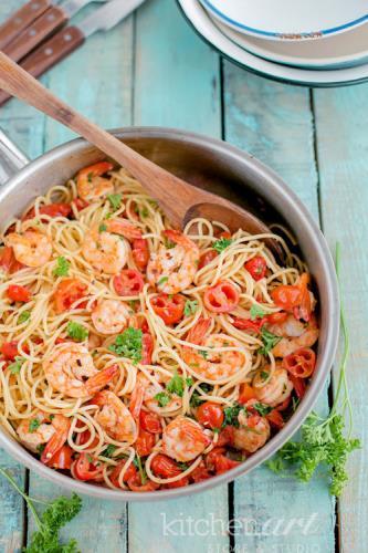 Spaghetti tôm và cà chua