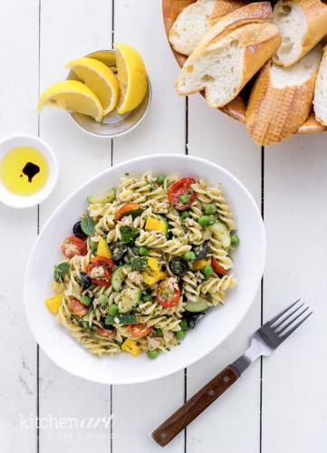 Salad pasta cá ngừ và rau củ
